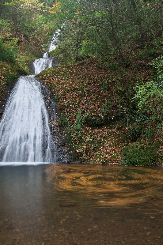 流れゆく秋に 2  阿寺の七滝