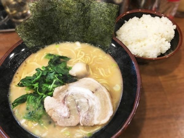 日本人はどうしてラーメンと一緒に白飯を食べるのか「どっちも主食じゃないか!」