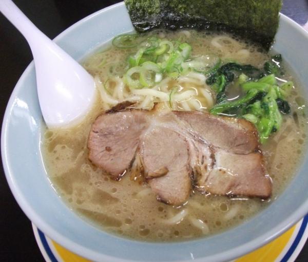 とんこつラーメン食ったらスープに白米いれるよな?