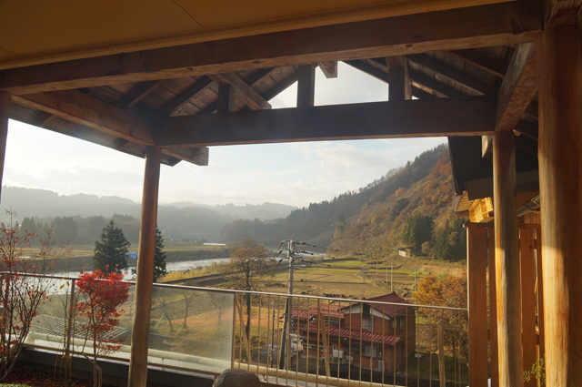 飯山線の見える温泉