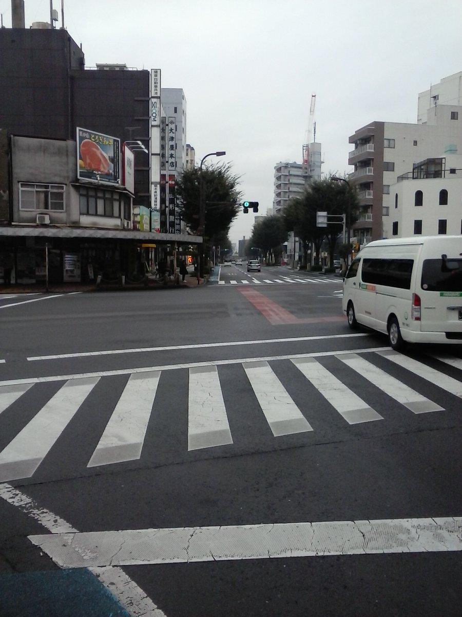 鎌倉さんの立ち位置から群衆の逃げる方向を撮影