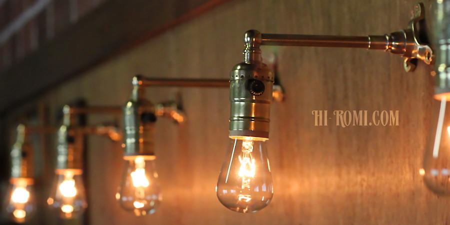 USAヴィンテージLEVITON社製ターン式ソケット付工業系真鍮ミニブラケットランプA/インダストリアル照明壁掛けライト