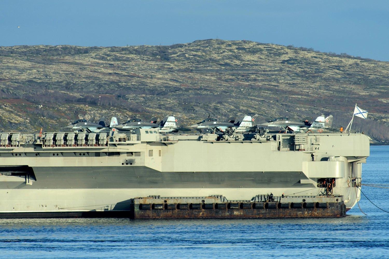 ロシア海軍の空母アドミラル・ク...