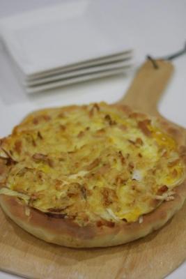 新玉ねぎのピザ生地キッシュc