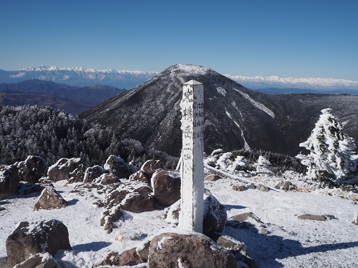 北横岳から蓼科山と北アルプス