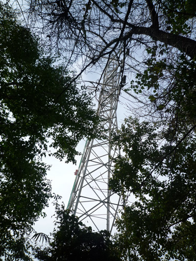 中腹の鉄塔