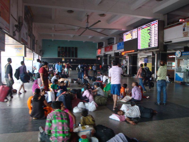 インド人列車待ち