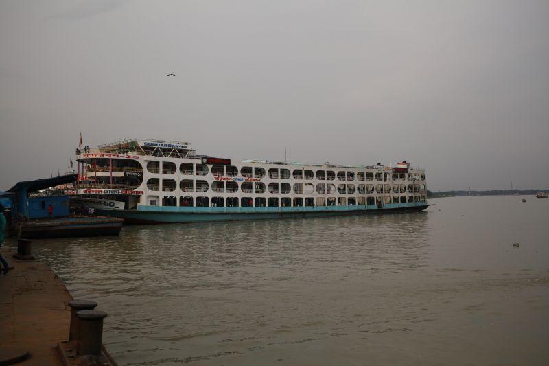 ローンチ船