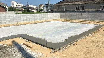 基礎コンクリート打設 (2)