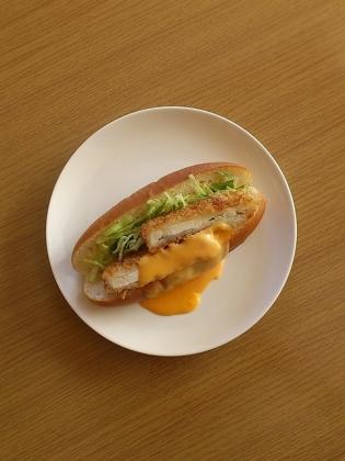 ジャンボチキンカツドッグダブルチェダーチーズ