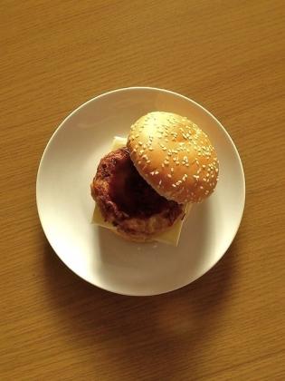 チキンハンバーグチーズバーガー