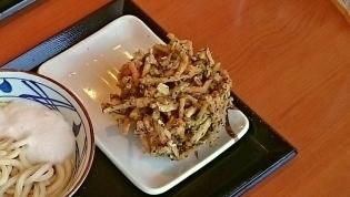 丸亀製麺とろ玉うどん(並)(温)、黒ごまほくほくかき揚げ2