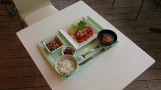 A定食(チキンソテー野菜ソース)小鉢(にんにくの芽とこんにゃくの味噌炒め)4