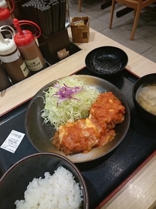 松乃家チーズトマトささみかつ定食2