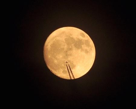 th_moon_1.jpg