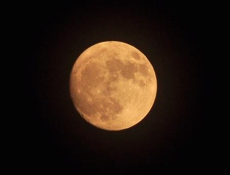 th_moon_3.jpg