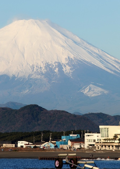 すっかり雪化粧した富士山