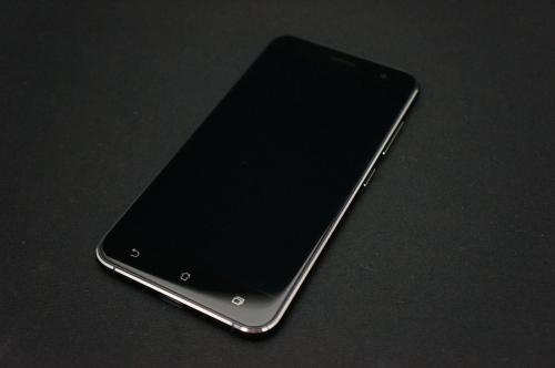 ZenFone3_ZE520KL_013.jpg