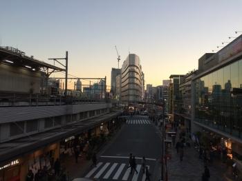 上野駅不忍口を南側に