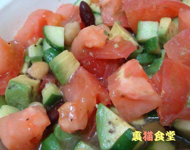 8月2日トマトとアボカドのサラダ