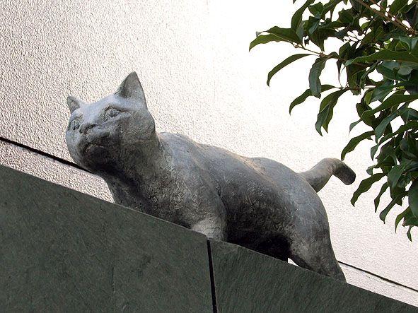夏目漱石 猫の 像