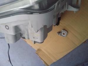 ハイゼット(S321V)ヘッドライト 割れ1