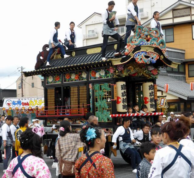 御成橋町彫刻屋台3
