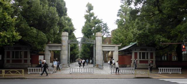 東京大学/正門2