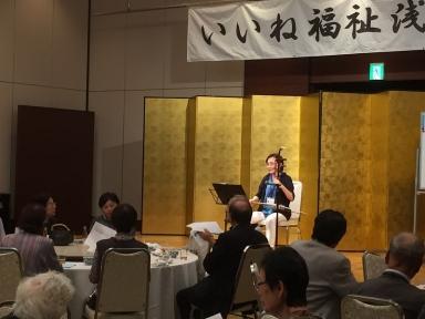 民生委員の谷内さんの二胡によりふるさとを合唱