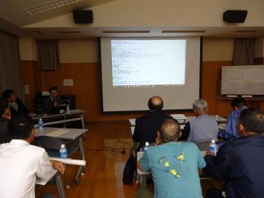 福田文化教養部長がスライドを使って説明