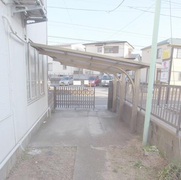 ■屋根付の駐車スペース付!!!!