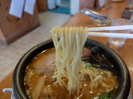 平打ちストレートの中麺