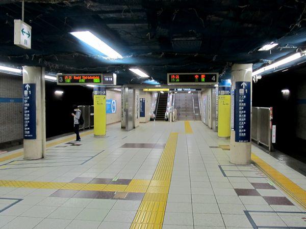 茅場町駅は西船橋方の階段を移設してホームを40m延長する予定。