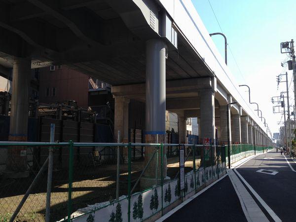大森町~梅屋敷間では西側に側道が完成した。