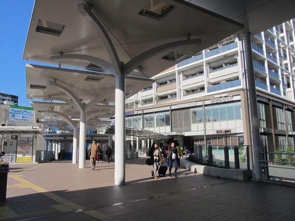 再開発ビルの2階と京急蒲田駅中2階改札口はデッキで直結されている