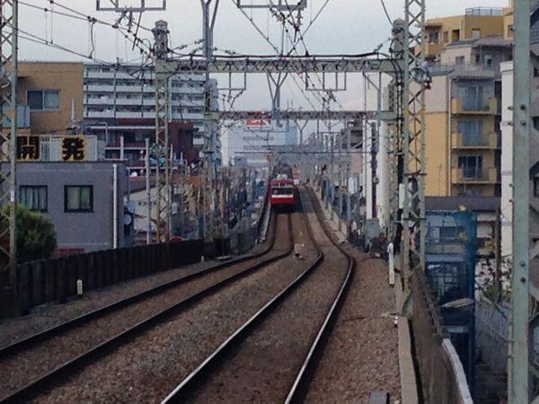 六郷土手駅のホームから見た新旧接続点。