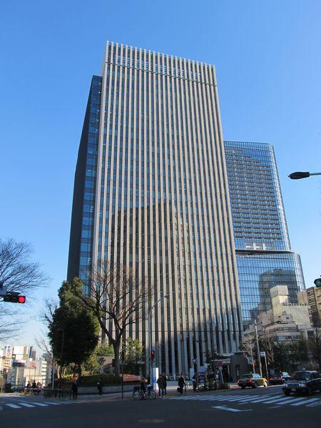 2013年4月にJR御茶ノ水駅聖橋口前に完成した「御茶ノ水ソラシティ」。