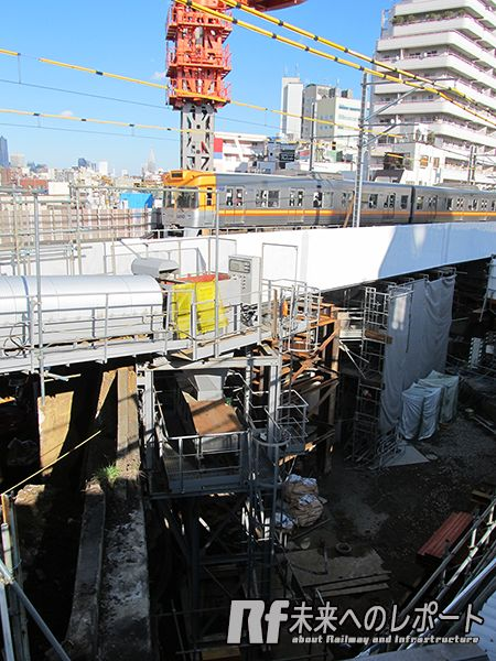 京王井の頭線橋梁の架け替え工事。