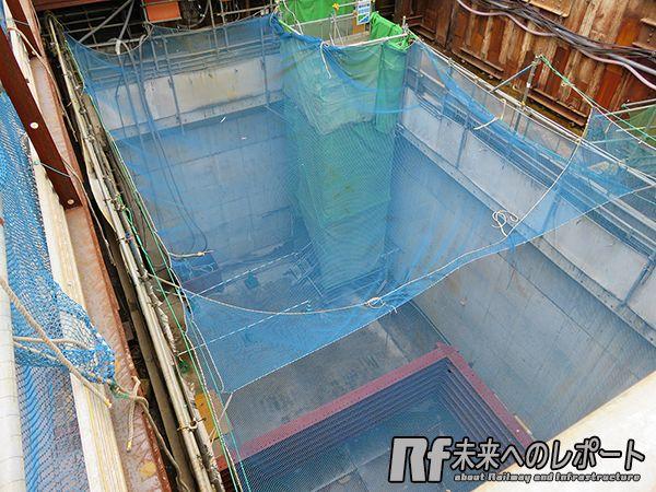 下北沢駅新宿方のトンネル開口部。急行線建設時にシールドマシンを回転させた。