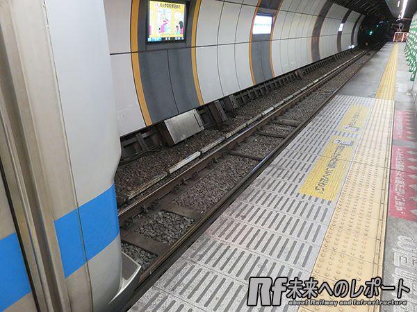 緩行線掘削エリア真下の急行線トンネルは線路に沿って軌道の変形を観測する機器が取り付けられている。
