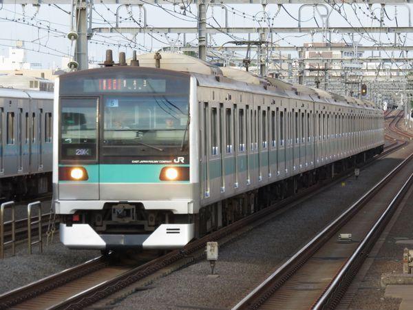 登場から7年、ついに小田急線に足を踏み入れたE233系2000番台。JR線上から定期列車では消滅した「急行」で唐木田へ向かう。