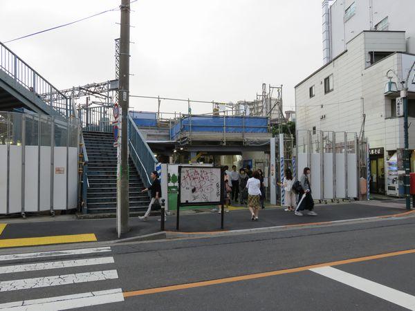下りホーム端にある南口駅舎(2016年6月9日)
