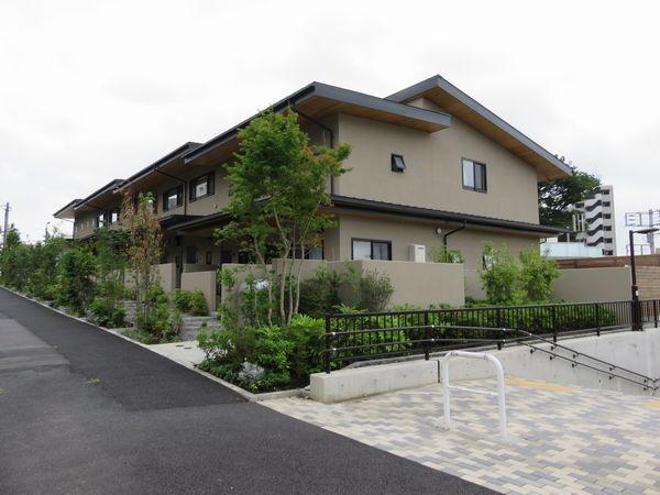 世田谷代田~梅ヶ丘間の地上廃線跡に完成した賃貸アパート