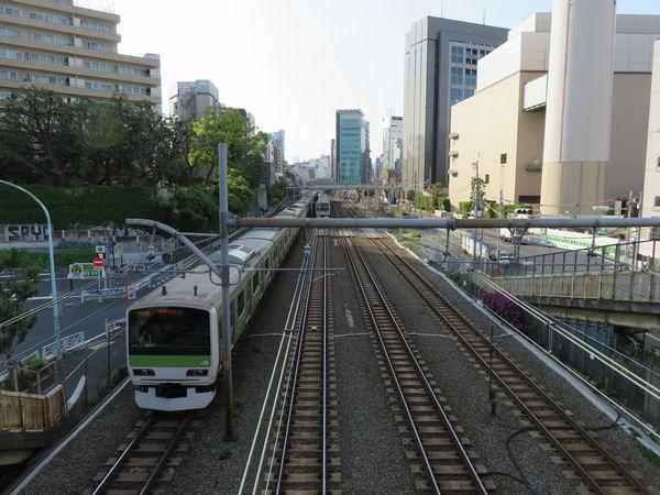 同じ場所の2016年5月15日の様子。東横線の地上線跡は完全に消滅した。