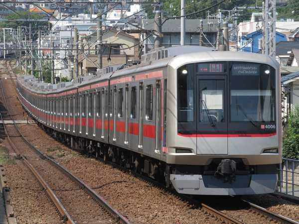 東急東横線5050系電車。