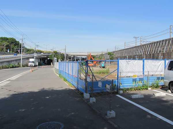 羽沢トンネル発進立坑の掘削工事。