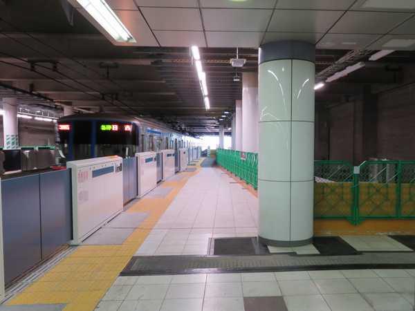 相鉄・東急直通線工事のため目黒方面にホームが延伸された日吉駅