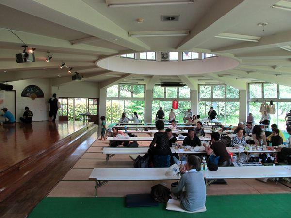 東京園の宴会場は数々のイベントが開催され、地域住民の憩いの場となっていた。
