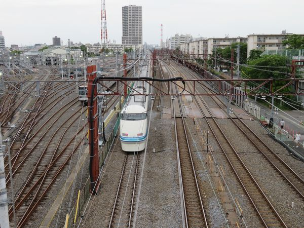 栗六陸橋から見た浅草方の新旧接続部分。