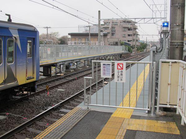 完成した妙蓮寺駅の優等列車対応通路。